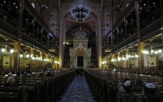 The interior of Budapest's Dohany Street Synagogue. (photo credit: Ilan Ben Zion/Times of Israel staff)