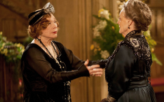 """""""Abbey"""" enthusiasts see potential for conflict between the sharp-tongued Dowager Countess (Maggie Smith, right) and her nouveau-riche American in-law, Martha Levinson (Shirley MacLaine). (Courtesy of PBS)"""