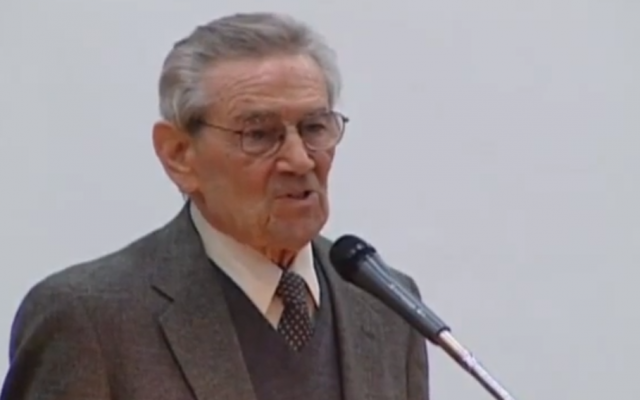 Leon Leyson tells his story to university students in 2010 (photo credit: screen capture, YouTube)