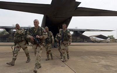 French legionnaires exit a military plane at Bamako airport, Mali (photo credit: AP/Jeremy Lempin)
