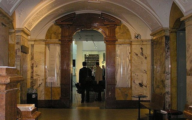 Entrance area of the Palais Eskeles, which houses the Jewish Museum in Vienna, Austria (Gryffindor/Wikimedia Commons)