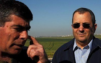 Chief of General Staff Gabi Ashkenazi with Defense Minister Ehud Barak, near Gaza, in 2008 (photo credit: David Buimovitch-JINIPIX/Flash90)