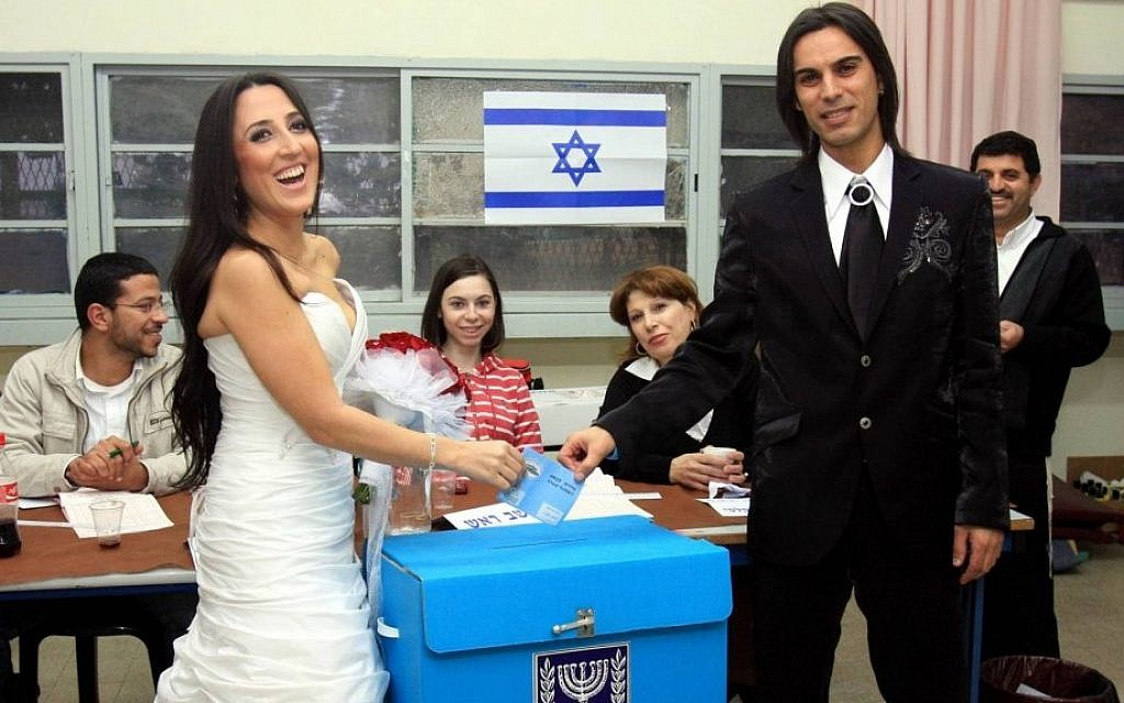 Casting their lot. A bride and groom vote in the last general elections before getting married, February 10, 2009. (Photo credit: by Edi Israel/Flash90)
