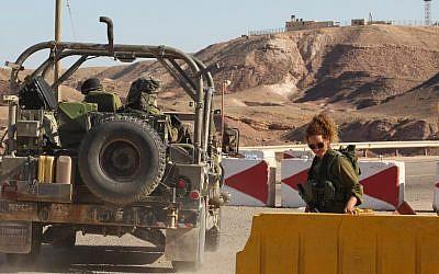 File photo of an IDF patrol (photo credit: Nati Shohat/Flash90)