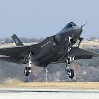 An F-35 during a flight test. (Courtesy/US Department of Defense)