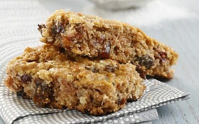 Phyllis Glazer's granola bars (photo credit: Danya Weiner)