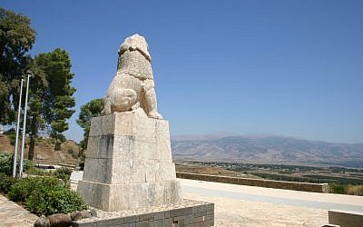 The roaring lion at Kfar Giladi memorializes the fighters of Tel Hai (Shmuel Bar-Am)