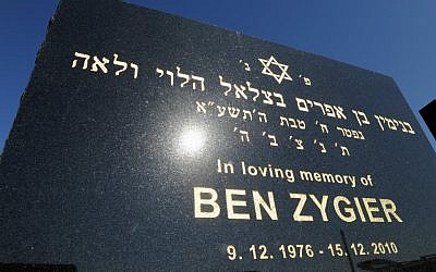 Tombstone of Ben Zygier at Chevra Kadisha Jewish Cemetery in Melbourne, Australia (photo credit: AP/Andrew Brownbill)