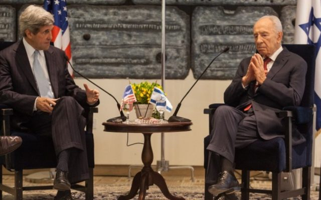 John Kerry (left) and Shimon Peres meet in Jerusalem, May 2012. (photo credit: Uri Lenz/Flash90)
