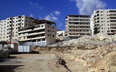 Apartment construction in Jerusalem (Photo credit: Sliman Khader/FLASH90)