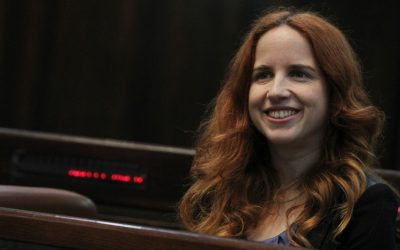 Incoming Knesset member Stav Shaffir of the Labor Party tries out her chair in the plenum, Sunday (photo credit: Miriam Alster/Flash90)