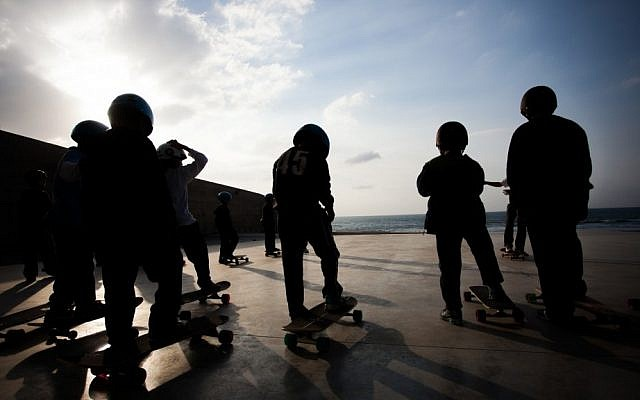 Arab and Jewish kids come together for Longboarding for Peace at the Peres Center in Jaffa (photo credit: Yohav Trudler)