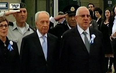 President Shimon Peres (center) and outgoing Knesset speaker Reuven Rivlin (right) at the Knesset swearing-in ceremony in Jerusalem, February 5, 2013. (screenshot/Channel 2)