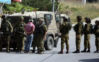 Illustrative photo of Israel Defense Force soldiers and a Palestinian prisoner in Ramallah, 2011 (photo credit: Issam Rimawi/Flash90)