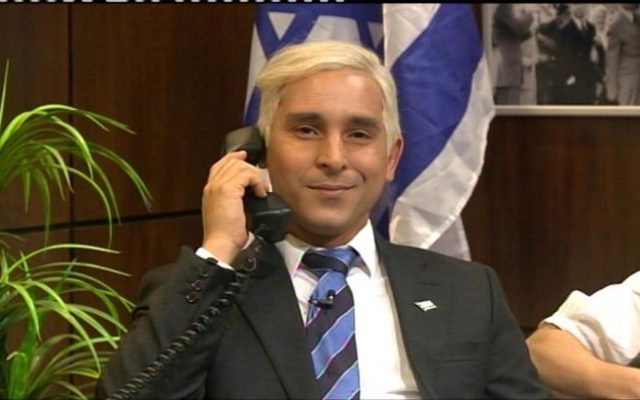 Mariano Idelman playing Prime Minister Benjamin Netanyahu (Facebook image)