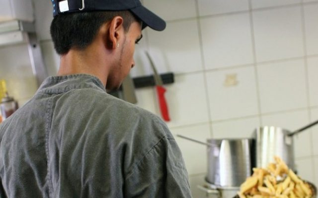 A youth works in Liliyot's kitchen (Photo credit: Ringelblum/Ilan Spira)