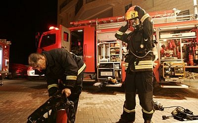 Illustrative photo of Israeli firefighters. (Kobi Gideon/Flash90)