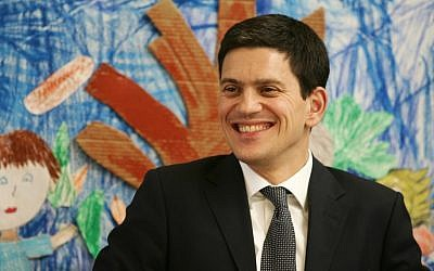 Britain's then-foreign secretary David Miliband visits the Max Rayne school for bilingual education in Jerusalem,  in November 2008. (photo credit: Kobi Gideon / FLASH90.)