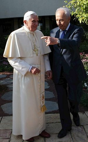 Pope Benedict XVI with President Shimon Peres in Jerusalem, July 2009. (photo credit:Alex Kolomoisky/POOL/FLASH90