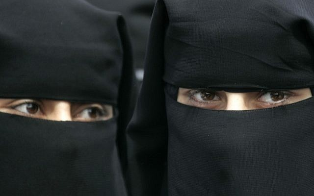 Burqa-clad women (Abed Rahim Khatib/Flash90)