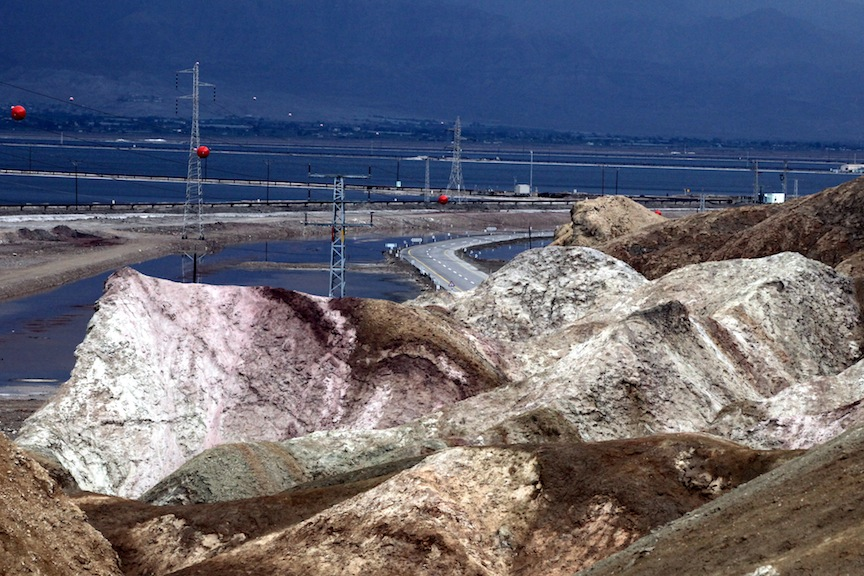 A mountain of potash at the Dead Sea Works (Photo credit: Yossi Zamir/Flash90)