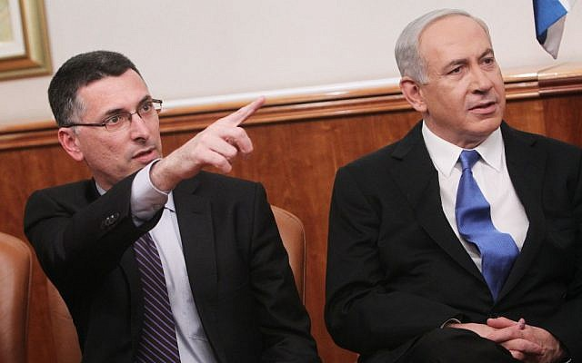 Education Minister Gideon Sa'ar and Prime Minister Benjamin Netanyahu in December, 2012. (Miriam Alster/Flash90)