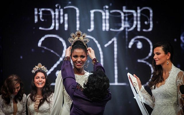 Yityish Aynaw is crowned Miss Israel 2013, February 28, 2013 (photo credit: Avishag Shar Yashuv/Flash90)