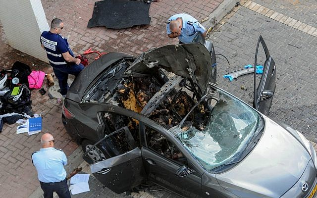 Police inspect the remnants of a car bomb that killed two people  in Rishon Lezion in March 2013. A dozen people have been killed over the past two years in a mob war in the cities south of Tel Aviv (photo credit: Yossi Zeliger/ Flash90)