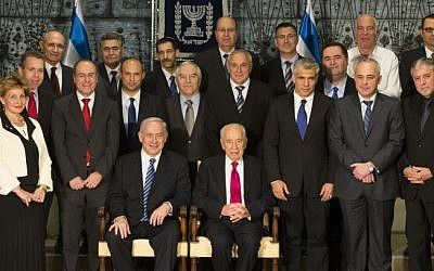 Ministers in Israel's 33rd government pose with President Peres, March 18, 2013. (photo credit: Yonatan Sindel/Flash90)