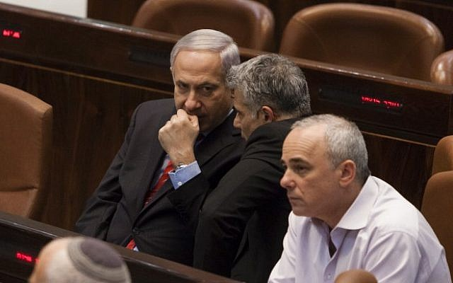 Prime Minister Benjamin Netanyahu (L), Finance Minister Yair Lapid and former finance minister Yuval Steinitz (R) attend a Knesset session, March 19, 2013 (photo credit: Flash90)
