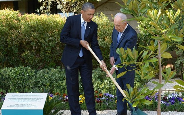 President Barack Obama and President Shimon Peres plant a tree during a welcoming ceremony for Obama at Peres's residence in Jerusalem on March 20, 2013. (Photo credit: Amos Ben Gershom/GPO/Flash90)