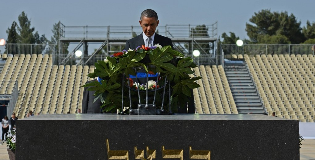 President Barack Obama pays his respects at the grave of Theodor Herzl after Marines layed a wreath on his behalf during a visit to Mount Herzl on March 22, 2013 (Photo credit: Kobi Gideon/Flash90