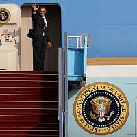 A goodbye wave from President Barack Obama, March 22, 2013. (Photo credit: Miriam Alster/Flash90)