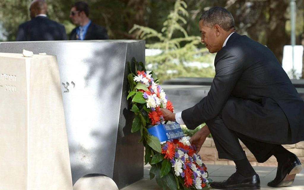 President Barack Obama lays a wreath at the grave of former prime minister Yitzhak Rabin at Mount Herzl on March 22, 2013 in Jerusalem (Photo credit: Mark Neyman/GPO/Flash90)