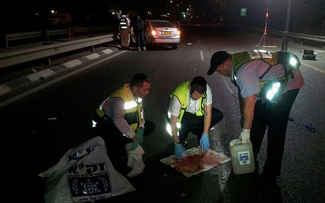 Rescue personnel at the scene in which a man shot his wife in the head, near Petah Tikva, March 26, 2013. (photo credit: Boaz Ben Ari/ZAKA/Flash90)