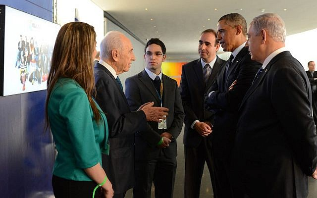 Intel programmer Sa'id Haruf (facing front) flanked by (left to right) Ola Zahar, head of Maantech, which promotes Arab participation in the Israeli tech industry; late former President Shimon Peres; Boaz Maoz, CEO Cisco Israel; former US President Barack Obama; Prime Minister Benjamin Netanyahu. The meeting took place in March 2013, during a visit by Obama to Israel. (Courtesy of the President's Office)