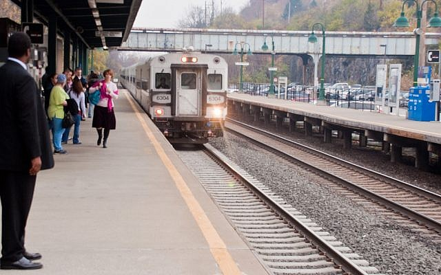 Metro-North train in New York City (photo credit: CC BY-2.0, PhilipC, Flickr)