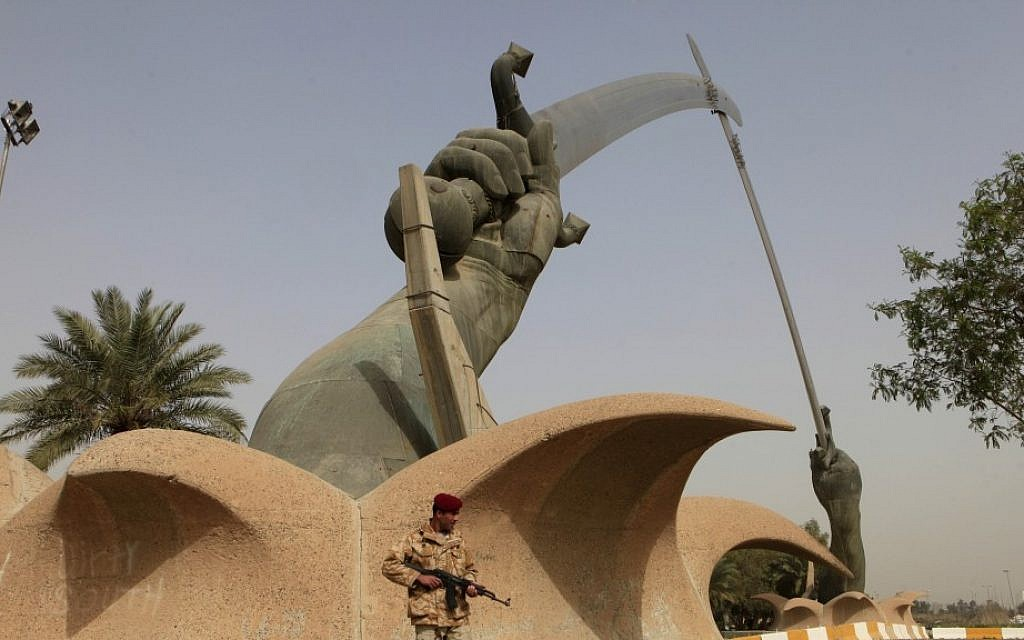 An Iraqi soldier stands guard at the crossed-swords monument in Baghdad, Iraq,  March 7, 2013. (photo credit: AP/Karim Kadim)
