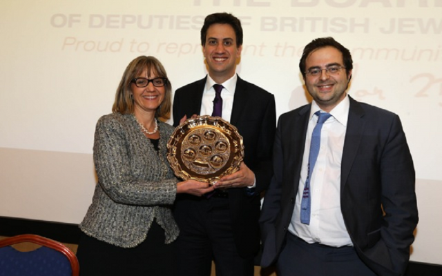 Labor leader David Miliband, flanked by Board of Deputies Vice President Laura Marks and Jewish News editor Richard Ferrer, shows off a seder plate he received at Thursday's Q&A. (Courtesy of Marc Morris)