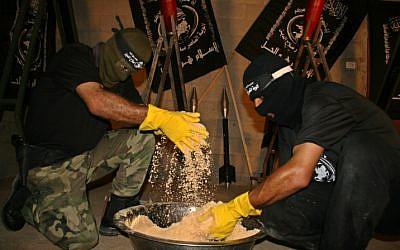 Illustrative. Palestinians manufacture explosives, mortars and rockets. (Ashraf Amra/propaimages/Flash90)