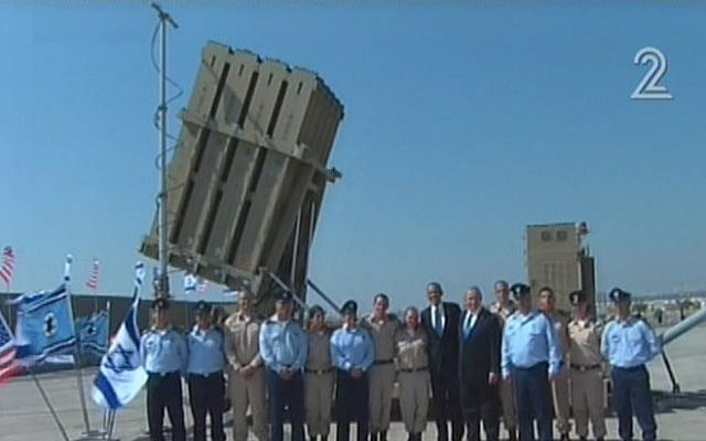 US President Barack Obama and Prime Minister Benjamin Netanyahu pose for pictures with Iron Dome operators on Wednesday, March 20 (image capture Channel 2)
