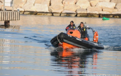 Police crews search the Ashkelon coastline for two men missing since Thursday (photo credit: Courtesy Israel Police)