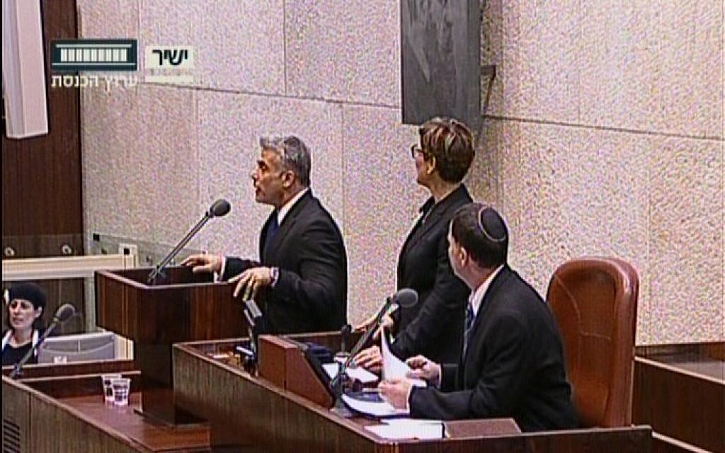 Yair Lapid swearing in as Finance Minister. (screenshot: Knesset Channel)