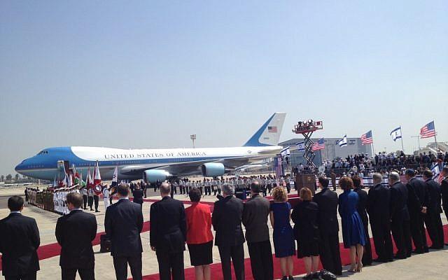 The airport receiving line (Matti Friedman)