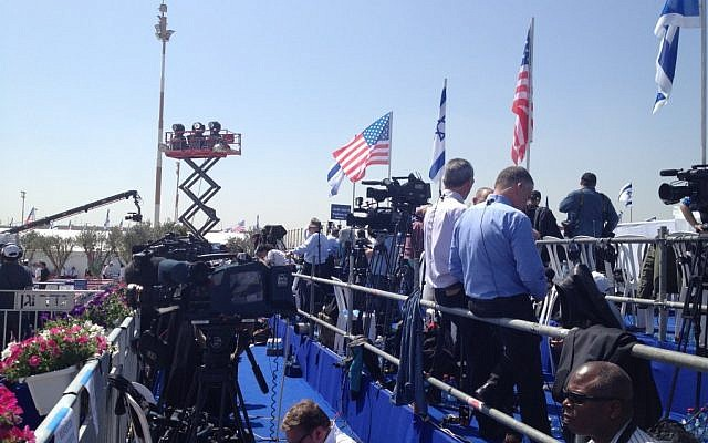 Waiting for the president at Ben-Gurion Airport (photo credit: Matti Friedman/Times of Israel)