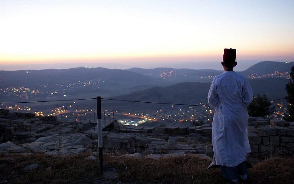 A Samaritan prays during a pilgrimage marking the holiday of Passover at Mount Gerizim on the outskirts of Nablus, May 11, 2012 (photo credit: Yonatan Sindel/Flash90)
