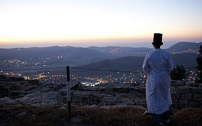 A Samaritan prays during a pilgrimage marking the holiday of Passover at Mount Gerizim on the outskirts of Nablus, May 11, 2012 (photo credit: Yonatan Sindel/Flash90)