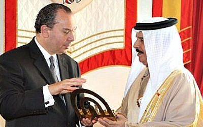 Rabbi Marc Schneier with King Hamad at the Bahraini Crown Palace, December 2011. (photo Walter Ruby/Foundation for Ethnic Understanding)