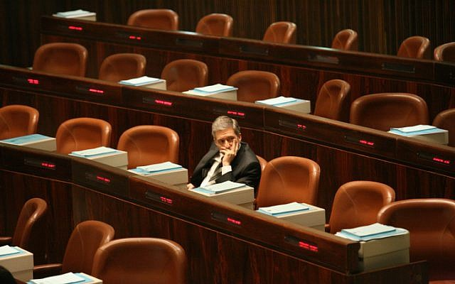 Meretz head Yossi Beilin during his final session in Knesset (Photo credit: Yossi Zamir/ Flash 90)