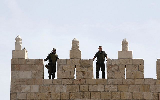 Border Police guarding Damascus Gate last month (photo credit: Sliman Khader/Flash90)